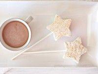Una merienda para Navidad English: http://www.yummymummykitchen.com/2011/12/marshmallow-fairy-wands.html