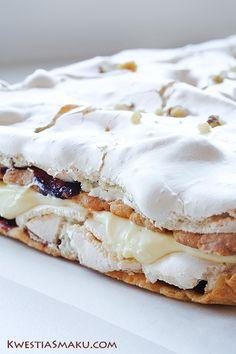 Pyszne ciasto z warstw bezy, budyniu i marmolady. Przepis na bardzo dobre ciasto