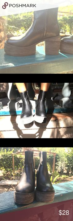 Black leather platform ankle boots Black leather boots it goes well with all fall looks. You will find your own with a hint of coooolll. Fits size 6.5-7 Shoes Ankle Boots & Booties