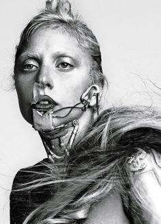 Lady Gaga en la portada de la revista italiana 'L'uomo Vogue'