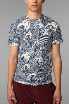 URBAN OUTIFITTERS // The Rise And Fall Allover Waves Tee