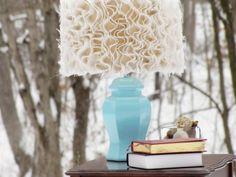 Anthropologie-inspired Ruffled Burlap Lamp DIY, can't wait to make this! Cool Ideas, Burlap Projects, Diy Projects, Ruffle Lamp Shades, Burlap Lampshade, Lampshades, Burlap Curtains, Do It Yourself Home, Superbat
