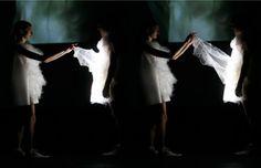 Playtime es un proyecto en donde la vestimenta se encuentra en constante movimiento, el cual se activa por la luz de los flashes que practicamente son parte de un desfile de modas.