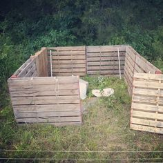 8-Pallet pen for the weaners When we posted about the great pig escape a few of our awesome readers suggested testing out a pallet pen the next time. Instead of