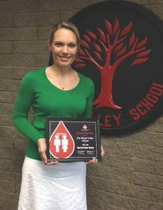 Congratulations to the Miami Valley School - a 2013-14 Red Cord Honor School! Rachel Moulton, Head of the Upper School, accepted the award from CBC's Donna Teuscher. The blood drive coordinator is Christie Kemper.