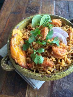 Arroz + Camarones Latin American Food, Latin Food, Ecuadorian Recipes, Spanish Dishes, Comida Latina, Mediterranean Recipes, Food Cravings, Kitchen Recipes, Quick Meals
