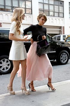 White summerdresses and pink tulle skirts | Pin & Win: Fashionchick zomer musthaves 2015 | little white dress | pink tulle skirt | streetstyle #fashionchickmusthaves