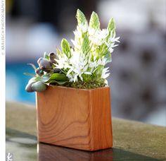 like the wood grain vase