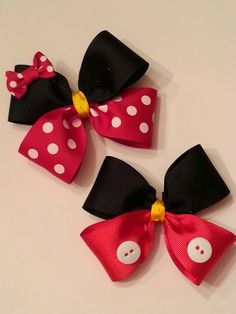 This afternoon I decided I would take time to make these Mickey and Minnie Mouse bows. I've been putting them off for a while now, but...