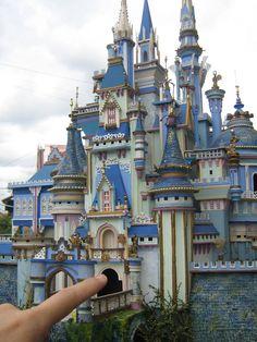 Fantasy Palace (Front view) miniature artwork own concept design (miniature castle by Jaime Ibanez) Dollhouse Miniature Tutorials, Miniature Rooms, Miniature Houses, Castle Dollhouse, Dollhouse Dolls, Dollhouse Miniatures, Chateau Disney, Fairy Houses, Doll Houses