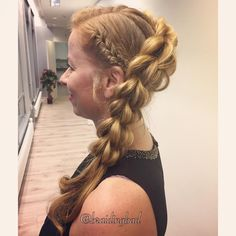 """104 tykkäystä, 7 kommenttia - Heli (@braidingbad) Instagramissa: """"When you're in need of a festive hairstyle, you can never go wrong with a diagonal…"""""""
