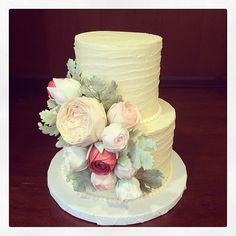 Mini wedding cakes!!! My new favorite thing EVER! This one is complete with dusty miller, juliet roses and ranunculus buds. Photo by Sugar Flower Cake Shop. www.sugarflowercakeshop.com