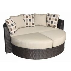 Loving this patio daybed from Target