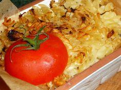 Těstoviny uvaříme v osolené vodě, propláchneme studenou vodou a necháme okapat. Zelí nakrájíme a uvaříme do měka. Nakrájenou cibuli osmahneme na... Vegetables, Food, Vegetable Recipes, Eten, Veggie Food, Meals, Veggies, Diet