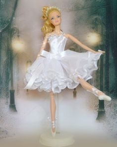 Looking for Collectible Barbie Dolls? Shop the best assortment of rare Barbie dolls and accessories for collectors right now at the official Barbie website! Barbie Ballet, Ballerina Doll, Barbie Dress, Barbie Clothes Patterns, Doll Clothes, Diy Fashion, Fashion Dolls, Barbie Website, Barbie Theme
