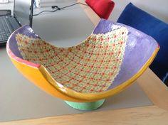 Schaal 33 cm op voet handvormen