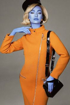"""Jeremy Scott Debuts Moschino """"Illegal Alien"""" Fall 2018 Ad Campaign: Featuring Gigi Hadid and Kaia Gerber. Couture Mode, Style Couture, Couture Fashion, Jeremy Scott, Moschino, Steven Meisel, Weird Fashion, High Fashion, Science Fiction Kunst"""