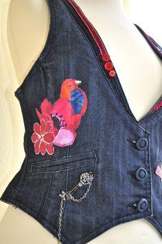 Petit gilet en jean sans manche, décoré façon JoeLesBiscottos Gilet Jeans, Denim Waistcoat, Couture, Facon, Printing On Fabric, T Shirt, Crop Tops, Crochet, Pretty