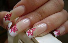Diseños de uñas postizas decoradas