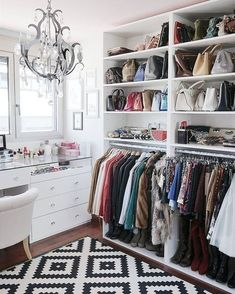 11 Walk-in Wardrobes for Storage Solution Inspiration -