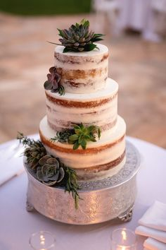 Featured Photographer: Ethan Yang Photography; wedding cake idea