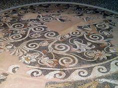 Мозаика тротуар с цветочным декором, Гриффин, оленей и пантеры (круглое здание в районе святилища Darron годов), около 300 г. до н.э., Археологический музей, Пелла