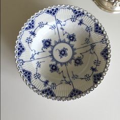 A personal favorite from my Etsy shop https://www.etsy.com/dk-en/listing/244073342/royal-copenhagen-blue-fluted-full-lace