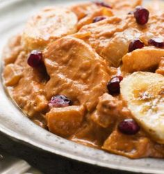 A quick and easy elegant recipe for English-Style Chicken Banana Curry Best Chicken Recipes, Sweet Potato Recipes, Turkey Recipes, Organic Recipes, Indian Food Recipes, Poulet Curry Coco, Banana Curry, Tropical Island, Carrot Cake Pancakes