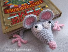 Back to School Bookmark :: hodgepodgecrochet.net. Free pattern can be found on Supergurumi: http://www.supergurumi.com/amigurumi-crochet-rat-bookmark