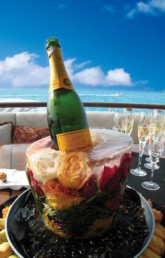 Love the Ice bowl made from flowers - from the super yacht Allegria. Yacht food deliveries: www. Champagne Moet, Champagne Ice Bucket, Impression Etiquette, Estilo Coco Chanel, Ice Bowl, Alcoholic Drinks, Cocktails, Brunch, Yacht Party