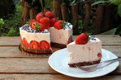 Joghurtos epertorta - sütés nélkül - Nassolda Cheesecake, Food, Yogurt, Cheesecakes, Essen, Meals, Yemek, Cherry Cheesecake Shooters, Eten