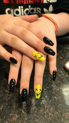 Acrylic Nails Coffin Short, Simple Acrylic Nails, Summer Acrylic Nails, Best Acrylic Nails, Acrylic Nail Designs, Simple Nails, Disney Acrylic Nails, Black Nail Designs, Goth Nails