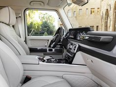The G offers more space in the interior Mercedes Benz G Class - Best G Wagon New Mercedes Amg, Mercedes Benz G Class, Mercedes Benz Models, Mercedes Maybach, Mercedes G Wagon Amg, Mercedes G Wagon Interior, G 63 Amg, Patrol Gr, Mercedez Benz