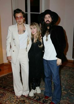 Harry Styles, Stevie Nicks and Alessandro Michele at the Gucci Cruise 2020 show - May 28 Holmes Chapel, Harry Styles Imagines, Alessandro Michele, Harry Styles Pictures, Treat People With Kindness, Fleetwood Mac, Stevie Nicks, Queen, Harry Edward Styles