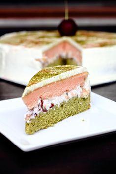 { Little Accidents in the Kitchen }: Matcha Sakura Cake