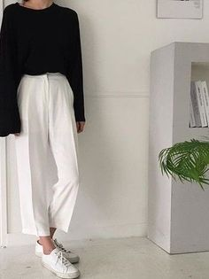 Cropped white trousers + black sweater worn with white sneakers = the perfect minimal formula!