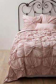Rosette Bedding