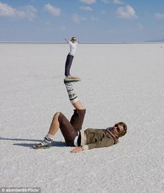 Artist: Daily mail reporter Title: Salar de Uyuni Material: Picture The artist has chosen to display these two women in very different lights. One is on bottom and one is on top. Maybe they are sisters and they can be supported by each other. Illusion Photography, Beach Photography, Creative Photography, Amazing Photography, Photo Bb, Jolie Photo, Diy Photo, Forced Perspective Photography, Perspective Photos