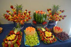 New Fruit Platter Display Fun Ideas Buffet Dessert, Fruit Buffet, Fruit Trays, Fruit Appetizers, Fruit Snacks, Fruit Tables, Fruit Creations, Fruit Decorations, Fruit Smoothie Recipes