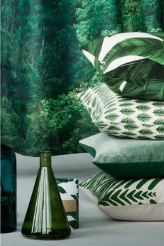 home accessories vases - I love the Hamp;M Home collections. The home accessories are affordable and always on-trend like their Go for Green collection - think leafy prints, emerald green vases and bathroom accessories, etc. Bedroom Green, Green Rooms, Green Bedding, Home Decor Accessories, Decorative Accessories, Green Bathroom Accessories, Home Design, Interior Design, Estilo Tropical