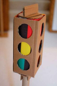 The traffic light would help in an awesome game of 'Red Light, Green Light'! How to make a traffic light out of cardboard boxes. Also how to make cardboard car, gas tank, etc. Kids Crafts, Projects For Kids, Diy For Kids, Craft Projects, Arts And Crafts, Cardboard Car, Cardboard Playhouse, Cardboard Furniture, Cardboard Castle