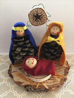 Christmas Crafts jesus Tannenzapfen Krippe - DO IT - christmascrafts Kids Crafts, Christmas Crafts For Kids, Christmas Projects, Holiday Crafts, Christmas Holidays, Kids Diy, Nativity Ornaments, Christmas Nativity Scene, Nativity Crafts