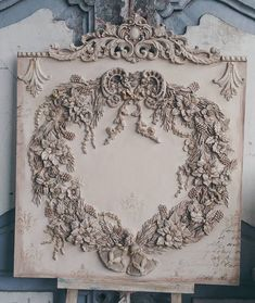 French décor panel with Christmas floral wreath ornaments Shabby Vintage, Vintage Gifts, Shabby Chic, Vintage Style, Primitive Dining Rooms, Plaster Art, Egg Carton Crafts, Iron Orchid Designs, Ornament Tutorial