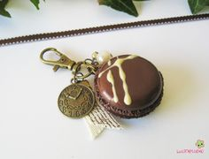 porte clef macaron marron fimo PCG17 bijou de sac gourmand collection STEAMPUNK : Porte clés par lutinette40