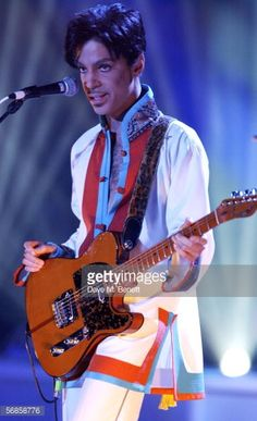 Photo d'actualité : Prince performs on stage at The Brit Awards 2006...