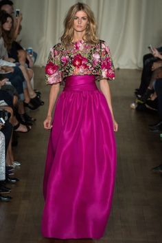 Marchesa Spring Summer Dresses ready to wear for London Fashion Week. neckline dresses, short, long dresses with flower printed during catwalk Couture Fashion, Runway Fashion, High Fashion, Fashion Show, Fashion Design, London Fashion, Marchesa Fashion, Couture 2015, Fashion 2015
