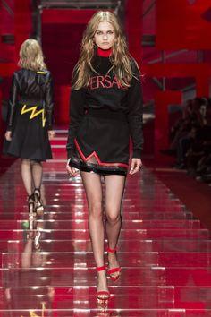 Look 31 - #Versace Women's Fall/Winter 2015 fashion show. #VersaceWomenswear #GREEK