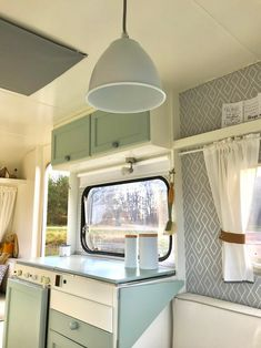 New Totally Free Vintage Caravans kitchen Tips Is your caravan almost all ingredient, not any style? And here is at this moment in order to upgrade your interior. Vintage Caravan Interiors, Caravan Vintage, Vintage Camper Interior, Vintage Campers Trailers, Rv Interior, Vintage Caravans, Vintage Rv, Vintage Motorhome, Retro Campers