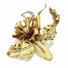 18 KARAT GOLD, PLATINUM AND DIAMOND IRIS BROOCH, FRENCH, CIRCA 1940