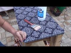 Fatima Viaro shared a video Vintage Diy, Wooden Crafts, Diy And Crafts, Picnic Blanket, Outdoor Blanket, Recycled Furniture, Handicraft, Diy Clothes, Stencils
